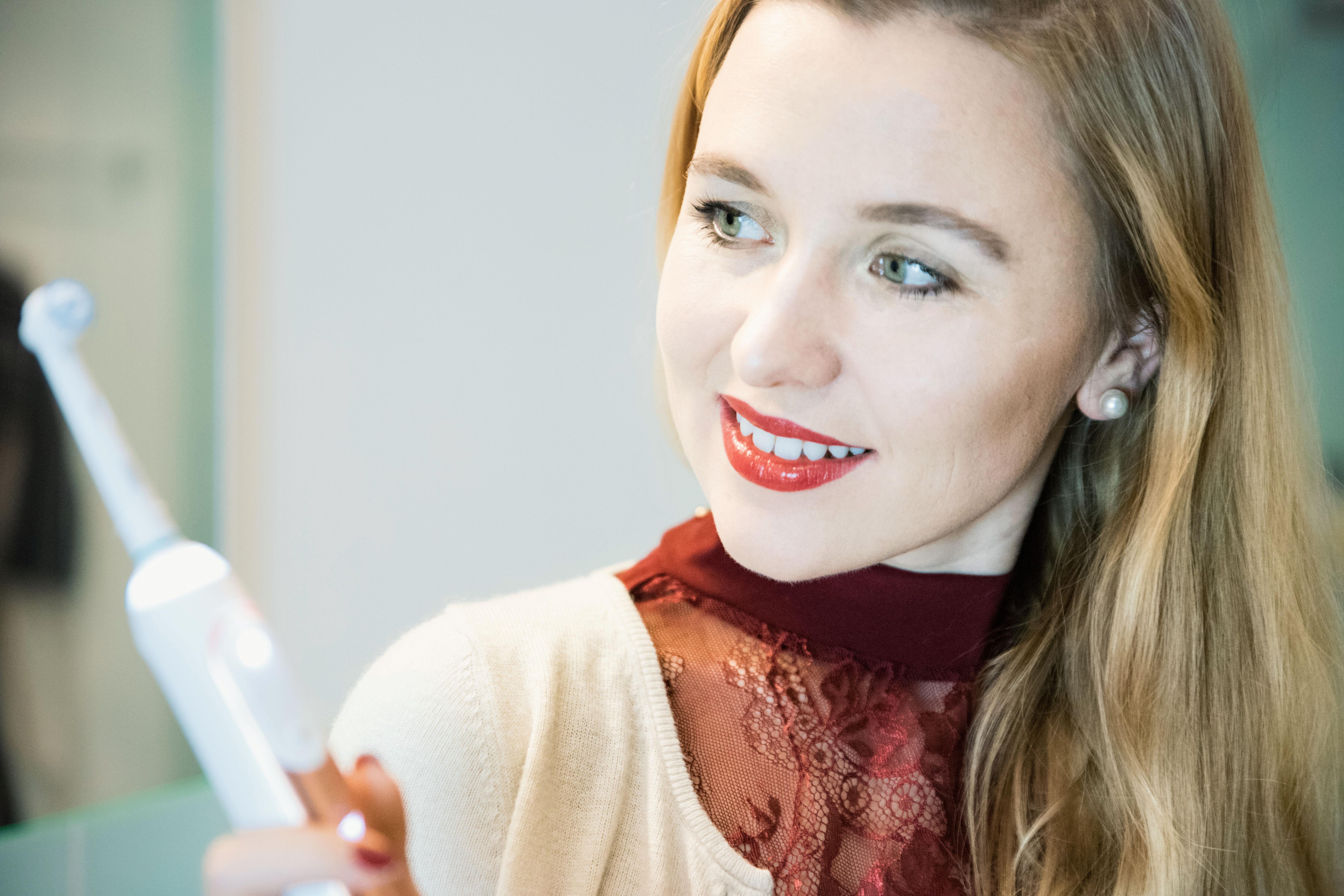 Oral-B GENIUS 9000 roségold elektrische Zahnbürste